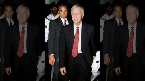 Sen Bob Packwood is escorted by security as he arrives at his Capitol Hill office after he announced his resignation from the Senate, Sept. 7. The Senate Ethics Committee had recommended Packwood's expulsion on sexual and official misconduct charges - PBEAHUNDIDN